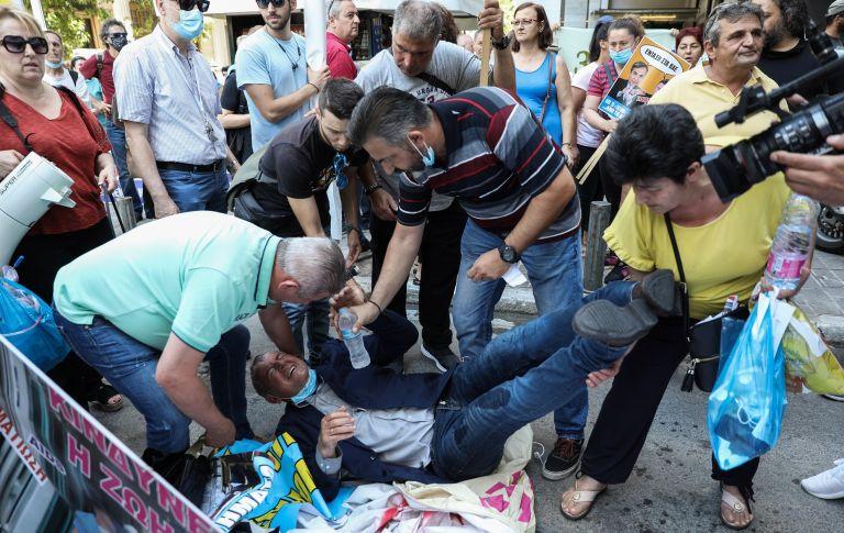 ΠΟΕΔΗΝ: Ένταση στο υπουργείο Οικονομικών – Τραυματίστηκε ο Γιαννάκος
