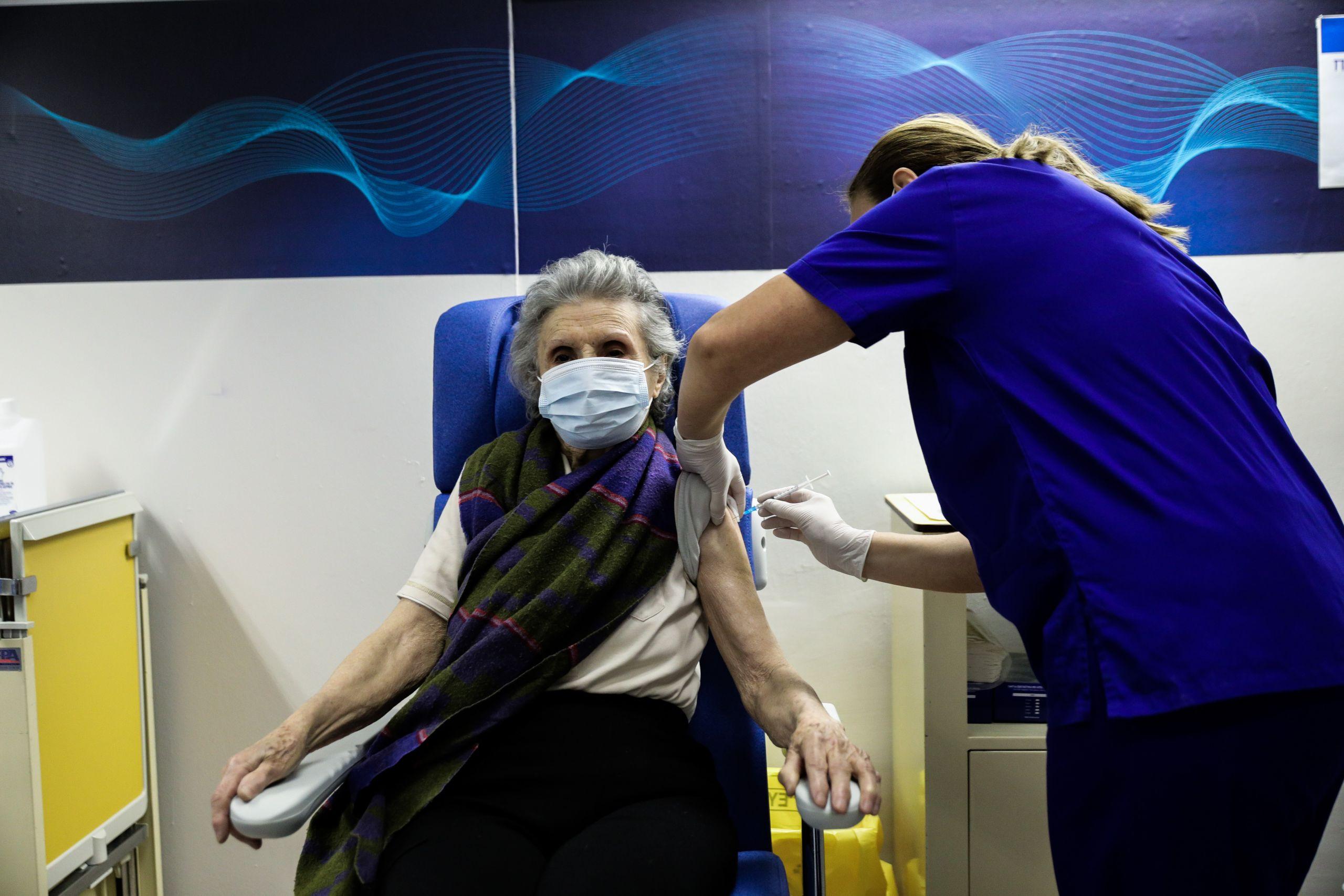 Εμβολιασμοί: Ευπαθείς ομάδες και ηλικίες 70-74 παίρνουν σειρά