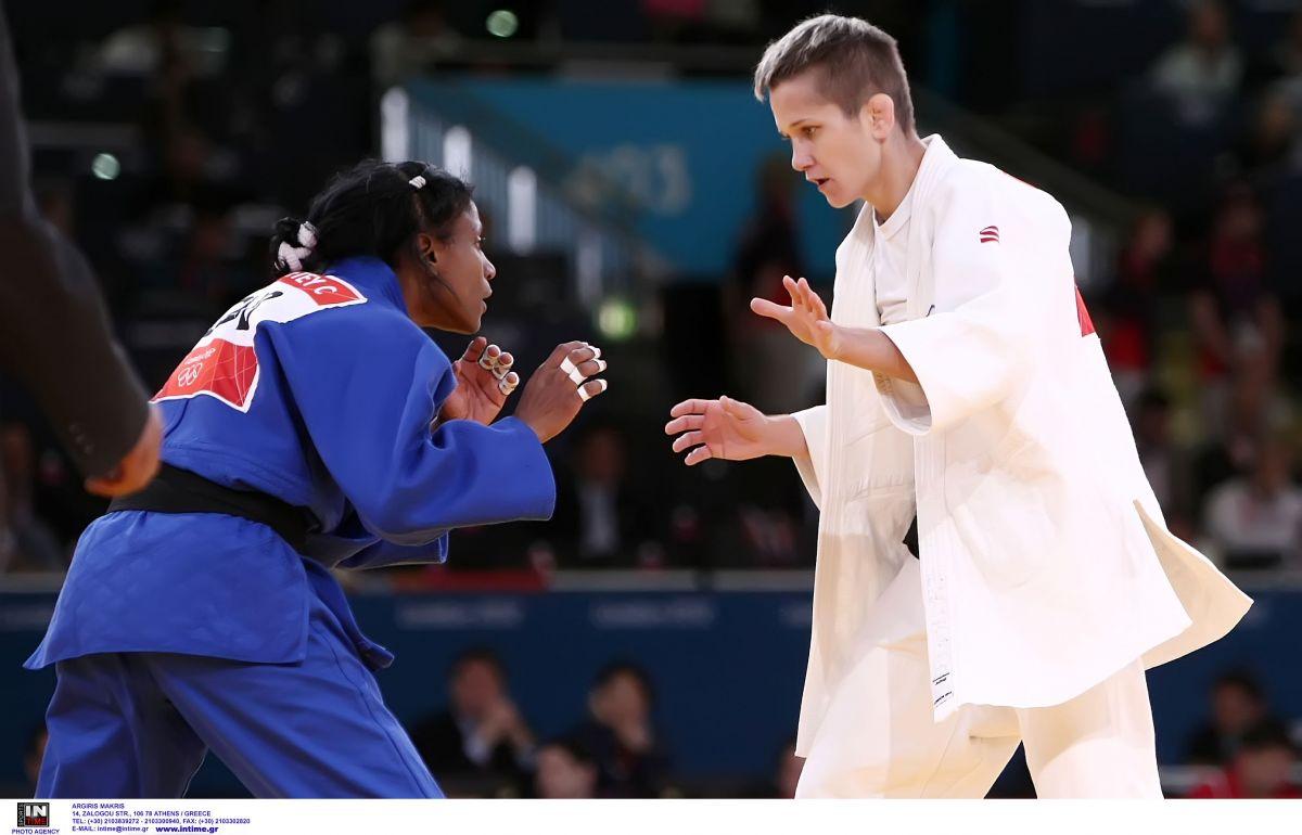 Η Ιουλιέττα Μπουκουβάλα σε αγώνα της στους Ολυμπιακούς Αγώνες το 2012 στο Λονδίνο