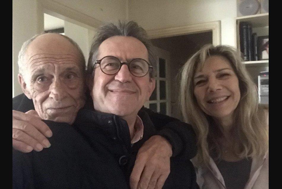 Γιώργος Τράγκας: Στο κόμμα του και ο Γιάννης Δημαράς, εδώ σε φωτογραφία με τον Νίκο Νικολόπουλο και τη συζυγό του